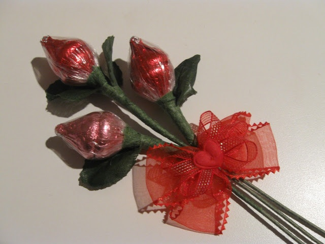 Hershey's Kisses Roses- tutorial for Valentine's day, these are easy to make!