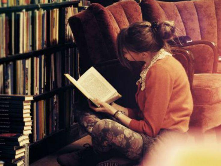 """Os scklits, livros que compõem um novo gênero da literatura e que abordam temas como depressão, bipolaridade e bullying; são o tema da última edição do ano do """"Porre Literário""""."""