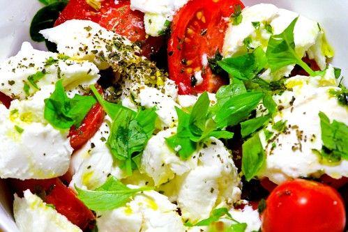 Zeleninový salát s mozzarellou   Recepty   KetoDiet CZ