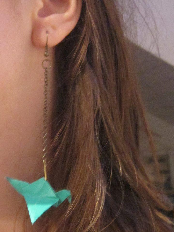 Boucles d'oreilles à vendre ! Possibilité de faire avec un autre papier ( même avec des motifs) Je fais aussi des petits bateaux! :)