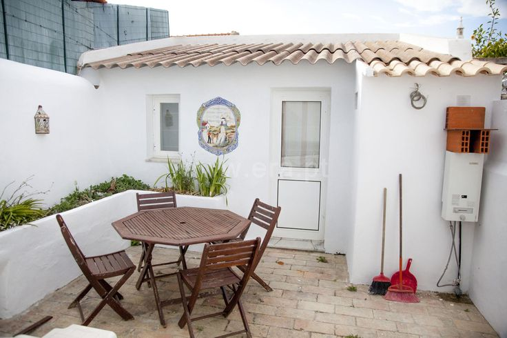 Home bungalow in good condition, cozy 2 bedroom and backyard.  House T2 / Portimão, Montes Alvor / Sale / Ref. 112150093