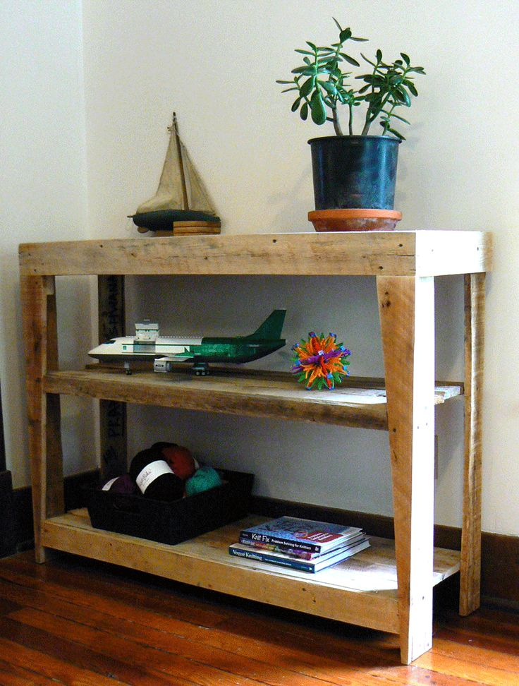 Simple bookshelf or stuff-shelf made from an old pallet.