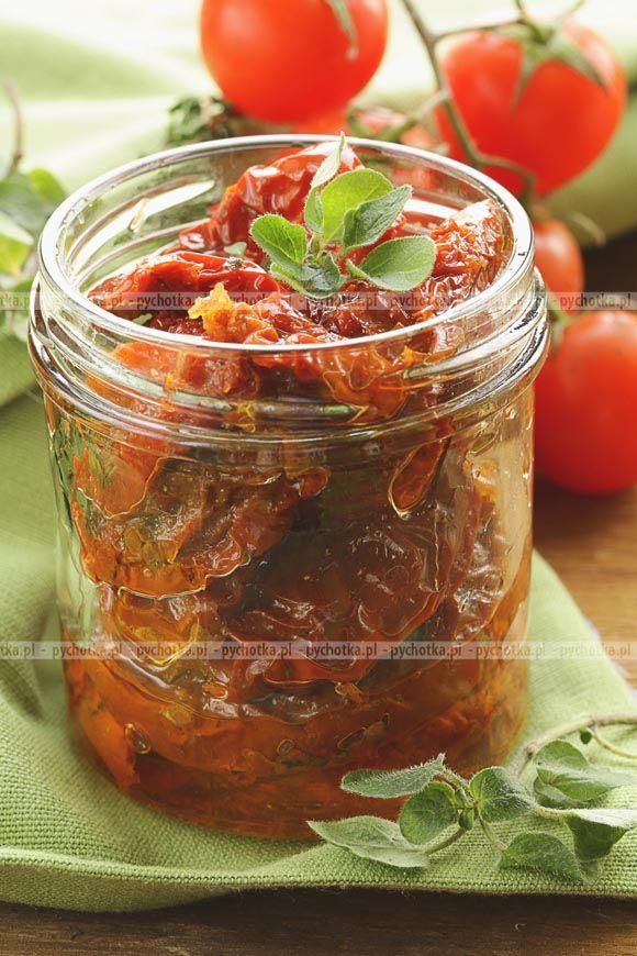 Przygotuj z pychotką znakomite przetwory domowe. Marynowane pomidory. Konieczne składniki: pomidory, cebula, cukier.