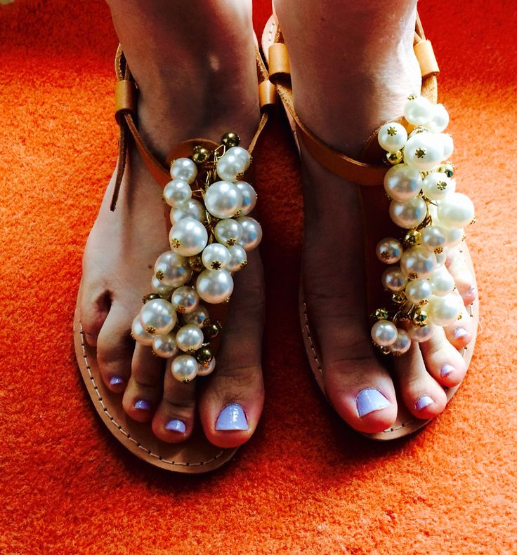 Leader sandals with multi pearls !