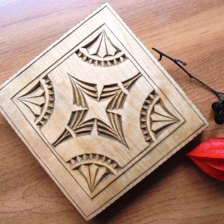 Геометрическая резьба, как семечки - если начал, то уже не остановиться  Подставка под горячее из осины.  #геометрическаярезьба #геометрия #резьбаподереву #woodcarving #hobby #myhobby #wood #woodworking #хэндмэйд #woodwork #handmade #woodart #деревяннаяподставка #поставка