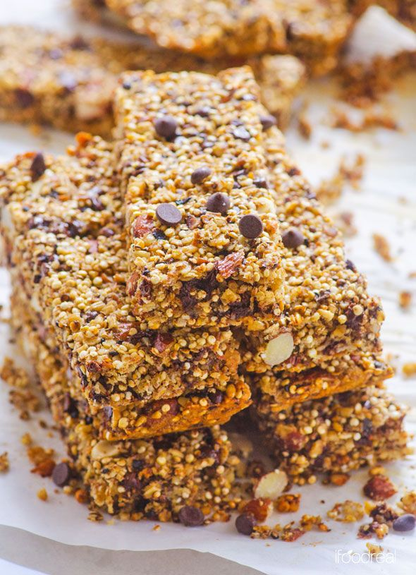 Healthy Quinoa and Chocolate Chip Granola Bars Recipe -- Kids approved homemade granola bars that are cheaper and healthier than store bought ones.