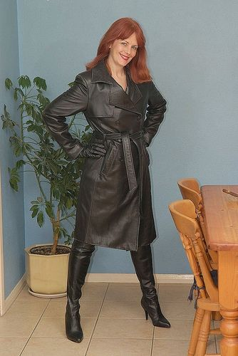 Freaking Redhead womens boots hot!