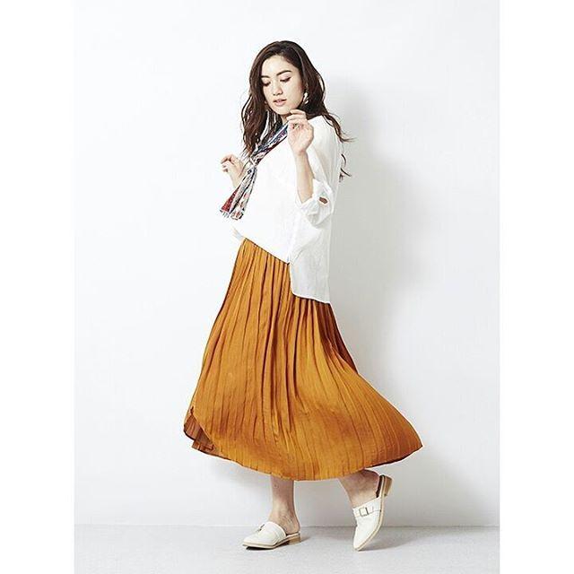 いいね!1件、コメント1件 ― ぽっちゃり女子のオシャレブランド♪ エウルキューブさん(@eur3_itokin)のInstagramアカウント: 「・ ・ トレンドカラーのスカートにはベーシックカラーが決まる! ・ ・ #コットンジャガードブラウス #OLBDA03069 #13号 #15号 #17号 ¥6,990+tax…」
