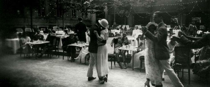Dancing au Carlton Vichy Aout 1922 >>> by Jacques-Henri Lartigue (1894-1986)
