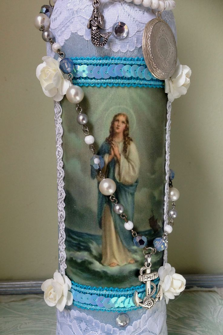 The picture on the boutey is that of Stella Maris. That is not the saint we use to depict Manbo La Siren in our sosyete, but the image is used in other houses and i thought it was so beautiful. The boutey is for sale for €75,- this includes the necklaces (price is without shipping costs)