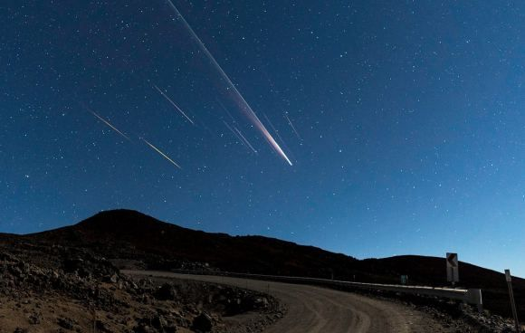 The Chinese Long March 3 rocket reentering the atmosphere over Hawaii. Credits: ESA/Steve Cullen (Starscape Galery)