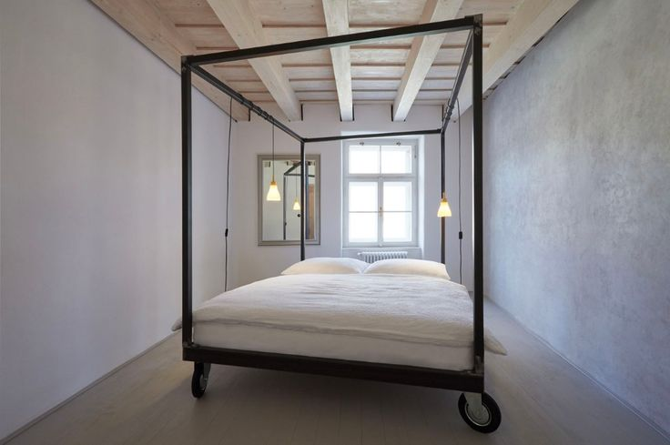 Theštajnhaus – or guest house – designed by ORA architects in Mikulov, Czech Republic, brings back the historical traces of a building with a Reinassance core in the former Jewish quarter of the town.