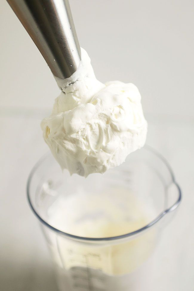 Make amazing whipped cream in under 30 seconds with this immersion blender recipe! Plus, 10 Ways to Use Your Immersion Blender for quick and easy recipes!
