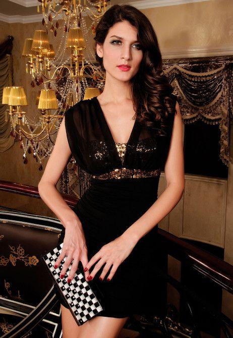rochie Sweet http://ttap.co/V0AQmk Toate privirile vor fi atrase de sclipirea care ti-o va oferi aceasta rochie eleganta de seara. Partea superioara a rochiei este acoperita de paiete aurii stralucitoare, iar umerii sunt lasati putin la vedere prin materialul transparent. Fusta se muleaza usor pe corp, reusind sa scoata in evidenta formele trupului.  Material: 100% poliester