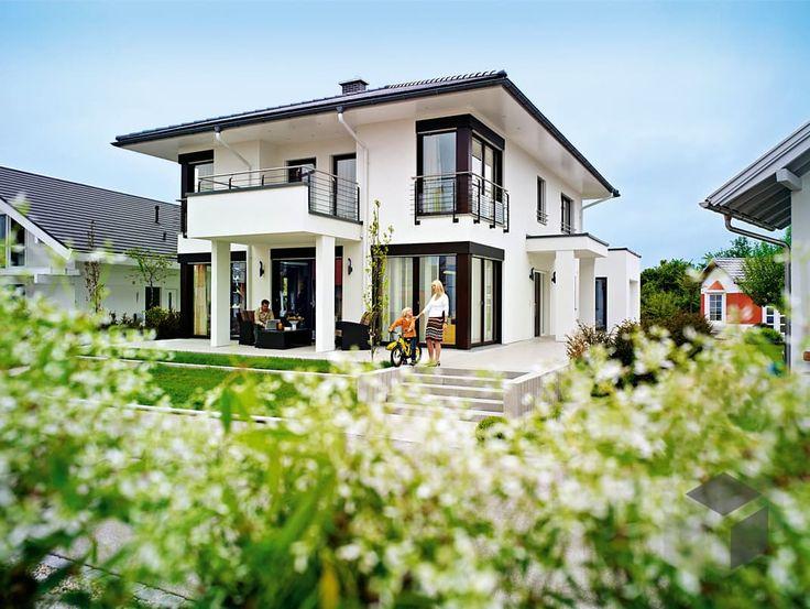 Fassadenfarbe beispiele gestaltung bungalow  Ausstellungshaus München von WeberHaus | Stadtvilla | Zeltdach ...
