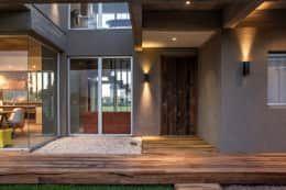 Projekty, nowoczesne Domy zaprojektowane przez FAARQ - Facundo Arana Arquitecto & asoc.