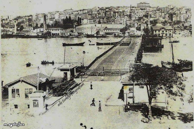 Eski Unkapanı Köprüsü-Ahşah olan bu köprü 1929'da tamir edilmiş, 1932'de fırtınada parçalanınca sökülüp bugünkü Atatürk Köprüsü inşa edilmiş