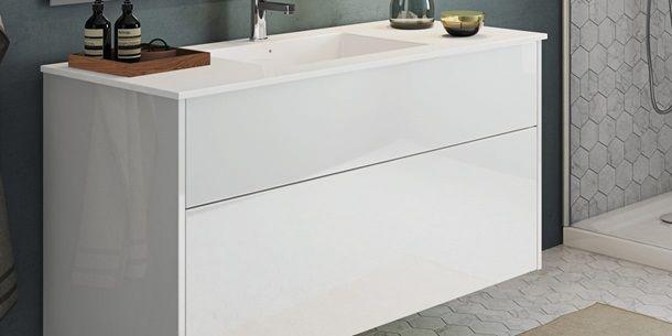 Senti Gloss | Welkom aan de minimalistische badkamer. Met Touch&Slide open je de lade met een lichte druk van je hand, knie of heup. Kvik Kitchens. www.kvik.nl