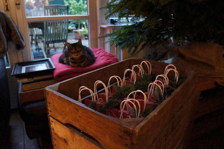 Goodiebags in de maak voor een ladies Christmas Event bij Jefta Fashion & more