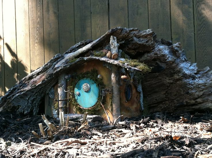 I made it – my first fairy house! Inspired by finding the huge piece of bark that makes up the canopy of the roof. Next I need to landscape it in my fairy garden.