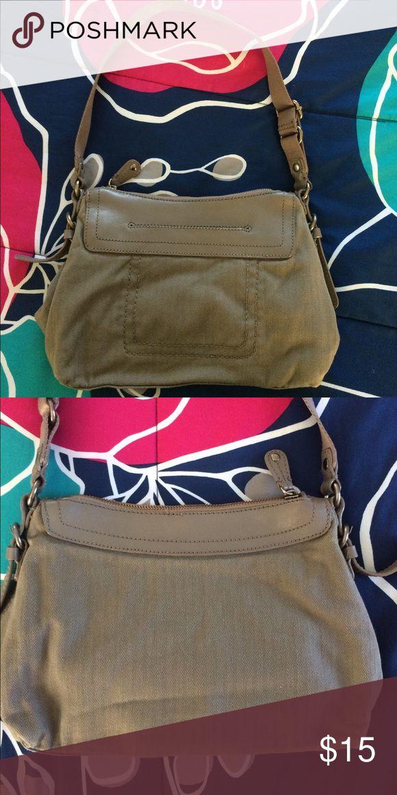 GAP Purse EUC Gap Purse. Open front pocket, zip top. 3 internal pockets: 1 zip, 2 open. GAP Bags Shoulder Bags