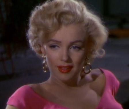 Сегодня 91 год назад родилась Мэрилин Монро https://dni24.com/exclusive/132237-segodnya-91-god-nazad-rodilas-merilin-monro.html  1 июня в 1926 году, в пригороде Лос-Анджелеса родилась Норма Джин Мортенсон, которая стала известна как Мэрилин Монро.