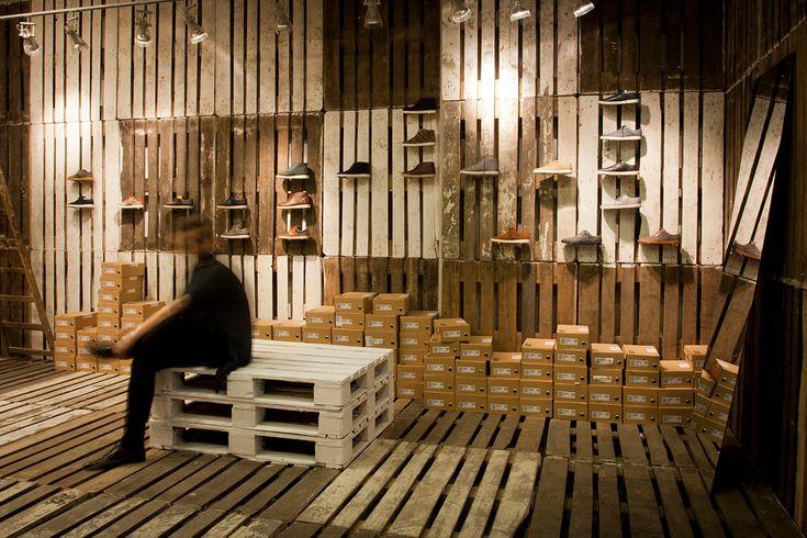 Boutique CLAE - chaussures #design #boutique #agencement