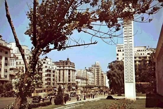 1942, bulevardul I. C. BRĂTIANU. ...blocul Carlton se prabusise