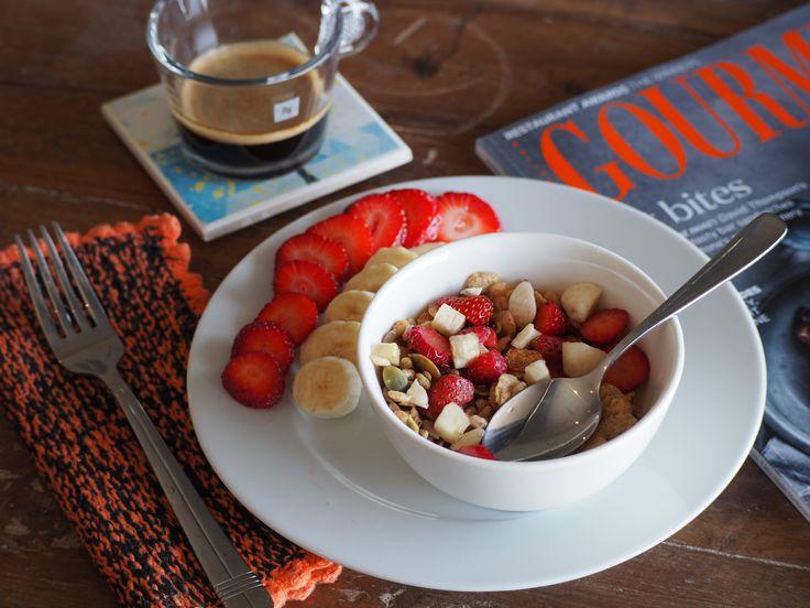L1M1AS1 - Still life (food) - Breakfast.  f/4.2, 1/100 sec, ISO-400.