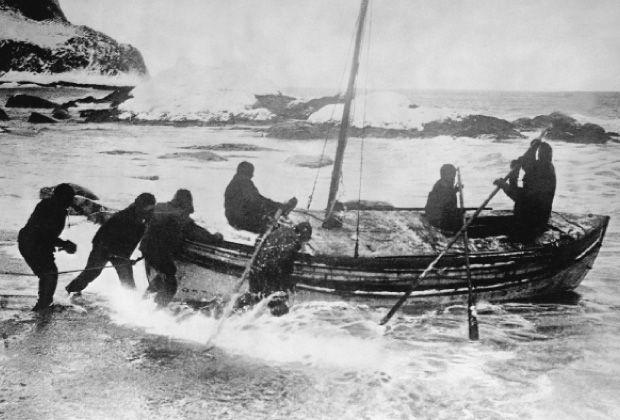 Hace un siglo, Ernest Shackleton se convirtió en un héroe al sobrevivir año y medio perdido en la Antártida. Hoy, un grupo de exploradores quiere repetir su hazaña usando el mismo equipo rudimentario del irlandés.