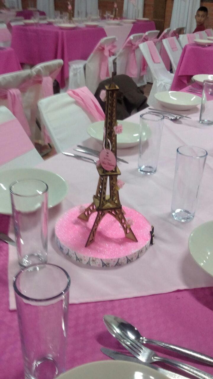 Torre Eiffel para centros mesa en MDF, corte láser