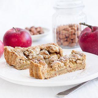 Ober-deliziöse Apfel-Haselnuss-Tarte. Perfekt fürs Wochenende! Das Rezept findet ihr bereits auf dem Blog. - - - - - Extremely delicious Apple Hazelnut Tarte. Recipe already on the blog. - - - - - #applecake #tart #apples #foodie #foodstyling #foodphotography #maraswunderland #foodporn #huffposttaste #ichliebefoodblogs #rezeptebuchcom #yahoofoods #onthetable #tastemade #feedfeed #f52grams #heresmyfood #vscofood #instagood