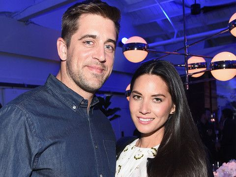 No, Olivia Munn is NOT engaged to Aaron Rodgers.