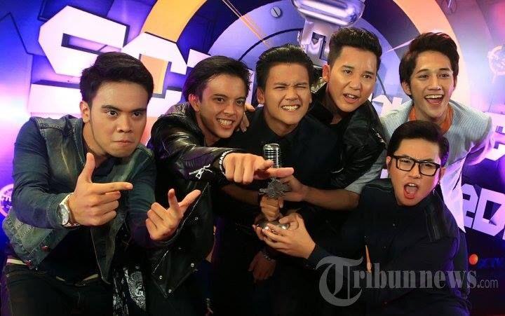 BoyBand SMASH Indonesia menang di acara SCTV Music Award kategori Boy/GirlBand paling ngetop :)