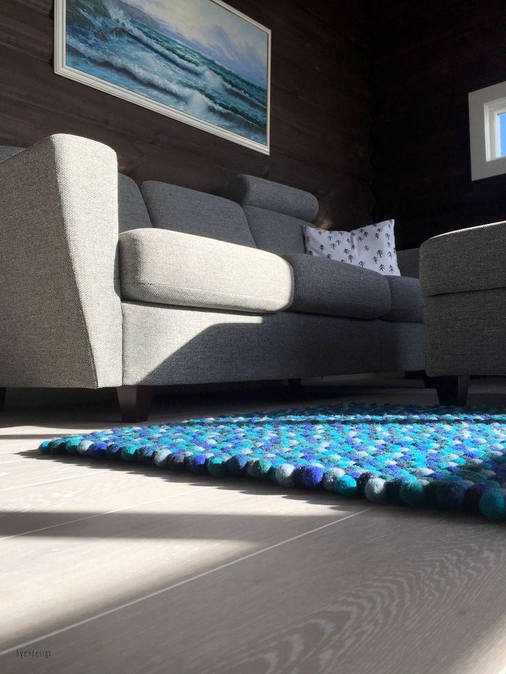 Alle vores håndlavede uld loop tæpper er lavet af 100% ren ny uld og indeholder derfor naturproduktet lanolin. Det gør tæppet ekstra blødt og vand- og smudsafvisende og forlænger tæppets levetid.