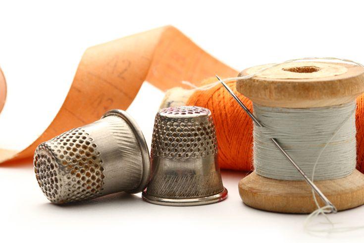 Ένα κουτί ραπτικής είναι χρήσιμο για την αποθήκευση διαφόρων υλικών (βελόνες, κλωστές, μεζούρα κλπ.) που θα χρειαστείτε για τις κατασκευές σας.