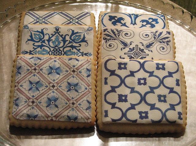 Delft tile prints on vanilla sugar cookies