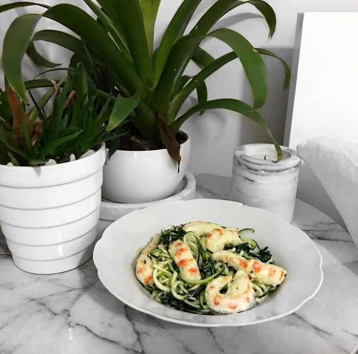 Vegetarian Garlic Prawns with Zucchini Pasta || Recipe
