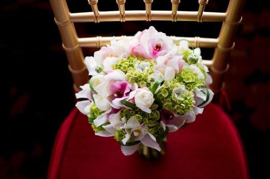 Beautiful Tone for Wedding Flowers   #roses #purple #green #white #wedding #flowers