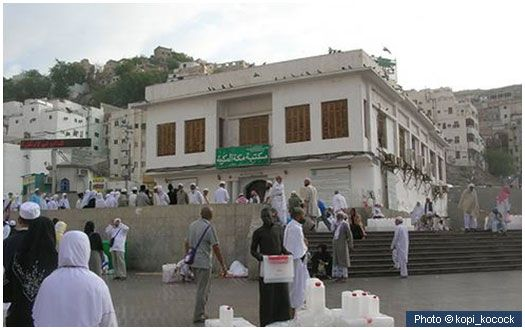 Birthplace of the Prophet (peace and blessings of Allah be on him) This library, in She'eb Banu Hashim in Makkah is sited on the place where the Prophet (peace and blessings of Allah be on him) was born on Monday 12 Rabi' al-Awwal (April 22, 571 CE), in the Year of the Elephant. His ancestry can be traced back to the Prophet Ebrahim (upon him be peace).