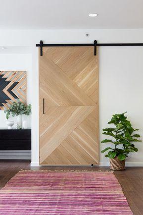 Porta scorrevole esterno muro con rivestimento in legno a trama ...