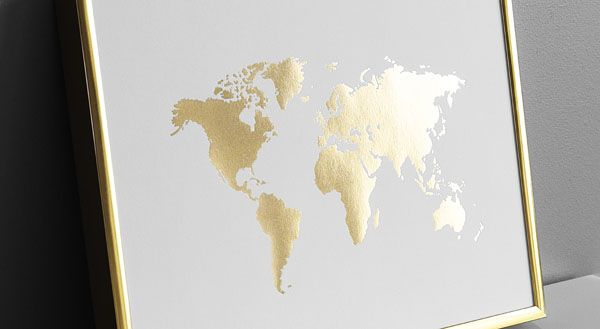 World map poster. Prints and posters with gold. Gold frame with goldfoil poster. Desenio.com