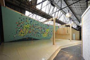 Architectural design of a next generation climbing gym with a combi of industrial and surf look. Block013 (Tilburg/The Netherlands) by Froscen Architects.  Ontwerp van een next generation boulderhal met een industriële beach-look. Benieuwd naar hoe dat eruit ziet? Bekijk dit boulderhal ontwerp. Block013 (Tilburg) Froscen Architecten