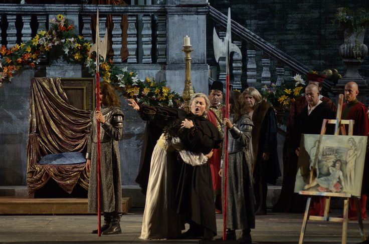 Monterone Count (Choi Seung Pil) cursing Rigoletto and the Duke of Mantua for the offence he and his daughter received.