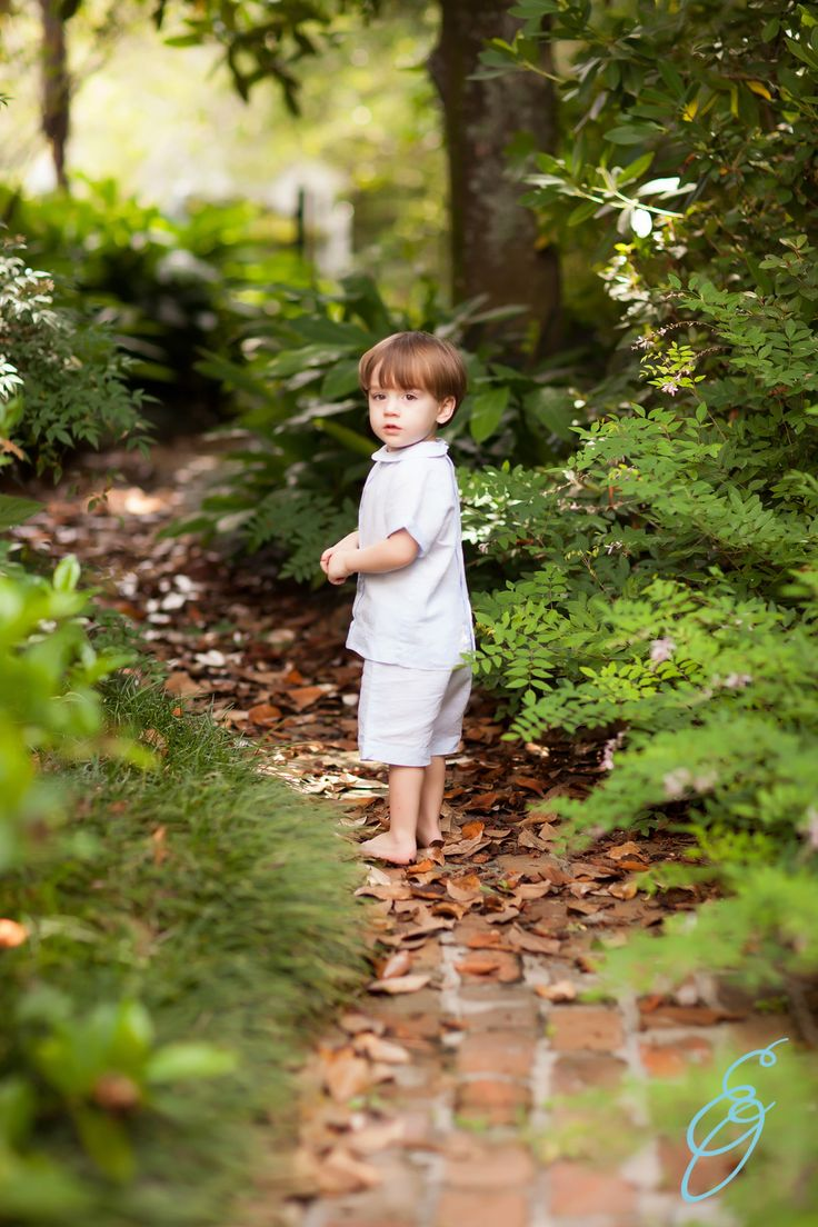 2 year old photos, outdoor children's photography, lifestyle photography, natural light photography, Erin Oswalt Photography