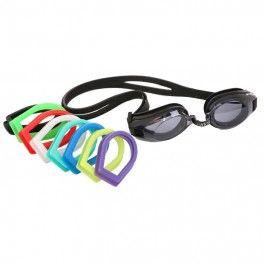 Gator Okulary Gator to rozwiązanie na zapytania o gotowe okulary pływackie z korekcją. Okulary bardzo popularne i często rekomendowane. Główne cechy okularów Gator to: możliwość doboru rożnych mocy soczewek dla obu oczu (odrębnie dla oka lewego i oka prawego), polikarbonowe zaciemnione soczewki z powłoką przeciw zarysowaniom i przeciw parowaniu Anti-Fog, 99% filtr przeciw promieniowaniu UV, silikonowe bardzo wygodne uszczelki oraz podwójna gumka zapobiegająca zsuwaniu się z głowy.