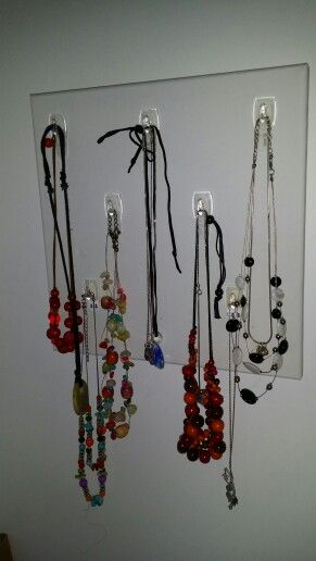 Necklace hanging canvas