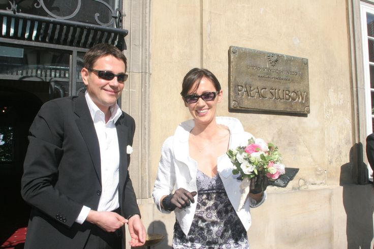 Ślubne zdjęcia gwiazd  Krzysztof Ibisz i Anna Nowak-Ibisz w dość plażowej stylizacji