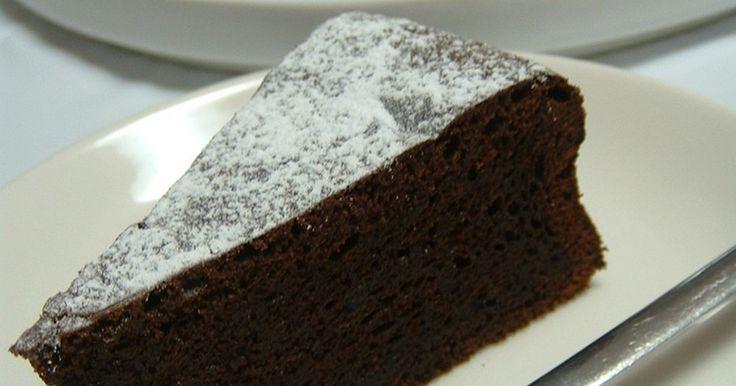 とってもしっとり濃厚なチョコレートケーキです。濃厚なのに生地はしっとりホロホロと口どけの良いケーキです。