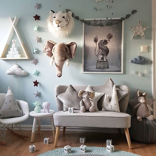 God kveld  Håper dere nyter vinterferien for de av dere som har det  Vi har besøk av bestefar. Koser oss veldig iallefall  Det har blitt lite Instagram i det siste.  Så her kommer et bilde fra • m i n t r o m m e t • Ønsker dere en fin kveld  #kidsroom #kidsplayroom #kidsstyle #gutterom #kidsroomdecor #nursery #bedroom #decorforkids #interior #kidsinteriors #barnerom #mittbarnerom #kinderzimmer #kinderkamer #boysroom #mint